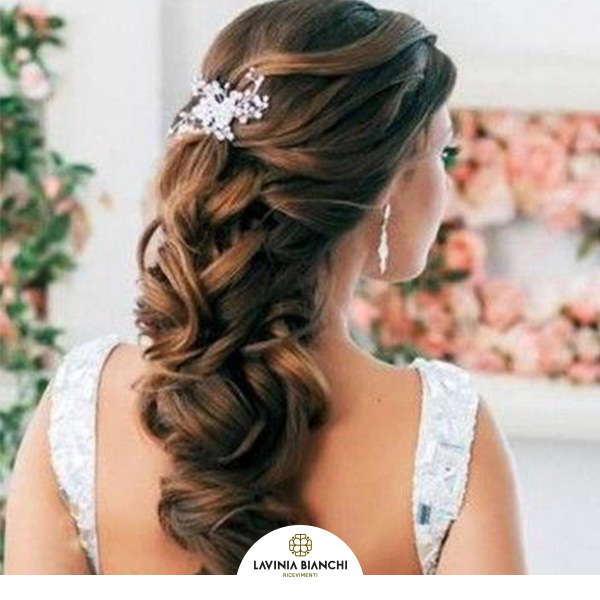 75ab327a5c4f Wedding 2019  acconciature sposa con semiraccolto